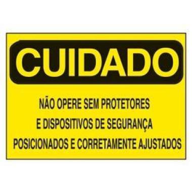 Etiqueta de Cuidado - Não Opere Sem Protetores e Dispositivos de Segurança Posicionados e Corretamente Ajustados