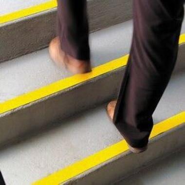 Fita Antiderrapante Emborrachada para Escadas e Rampas